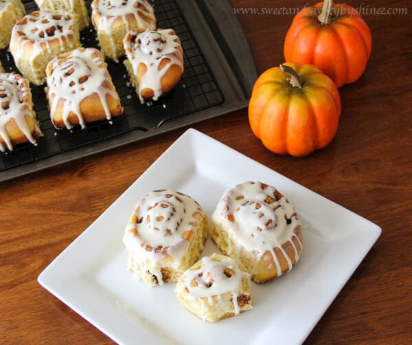 cinnamon roll pops cinnamon roll sundaes popovers cinnamon roll ...