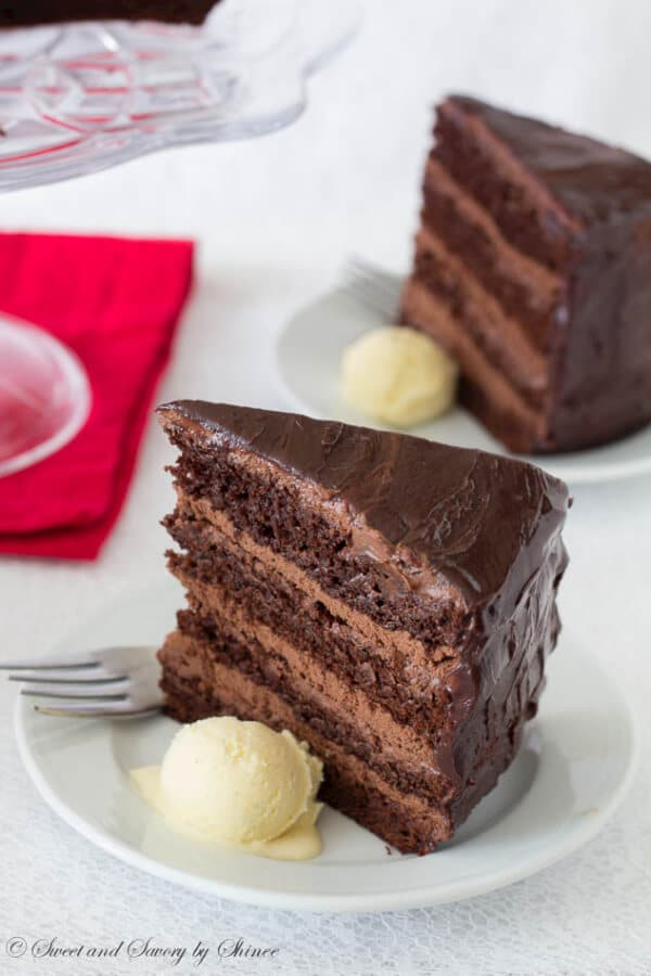 Cake With Chocolate Mousse : Supreme Chocolate Cake with Chocolate Mousse Filling ...