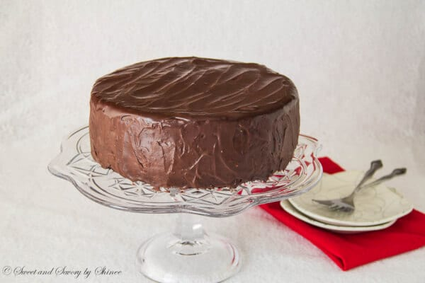 Cake With Chocolate Mousse Filling : Supreme Chocolate Cake with Chocolate Mousse Filling ...