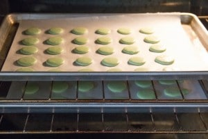Mint French Macarons- Step 10