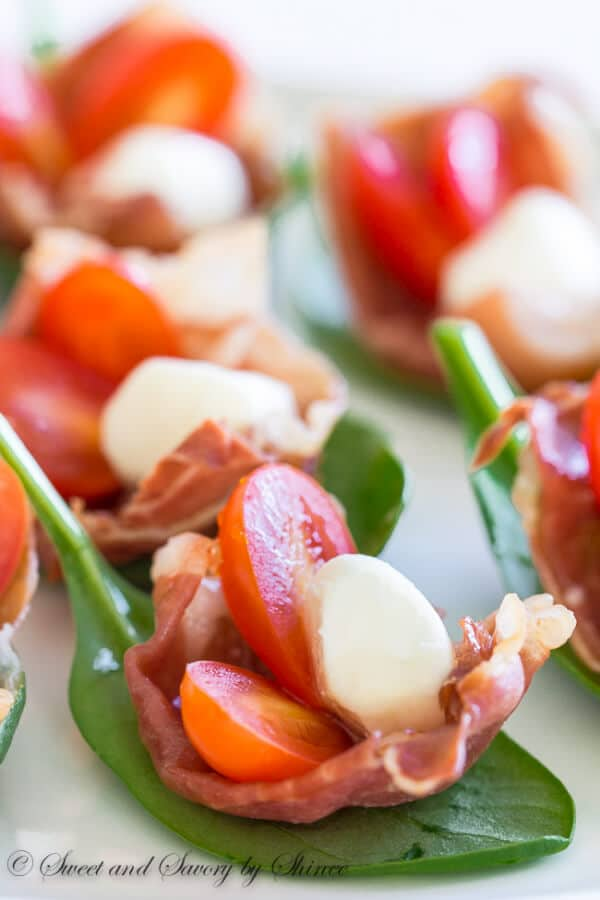 Super easy, festive red and green holiday appetizer. Only 5 ingredients and 15 minutes required to make these sweet and salty prosciutto cups.
