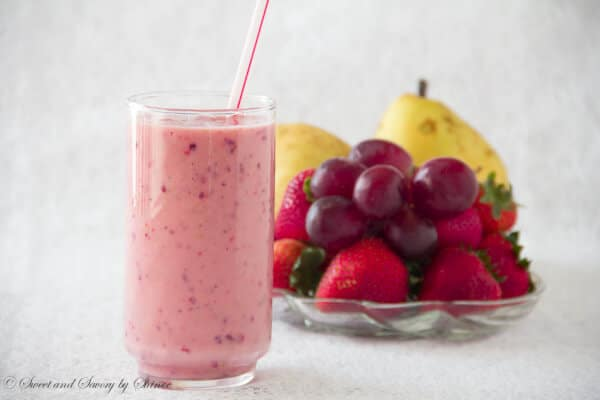 Strawberry Pear Smoothie - www.sweetandsavorybyshinee.com