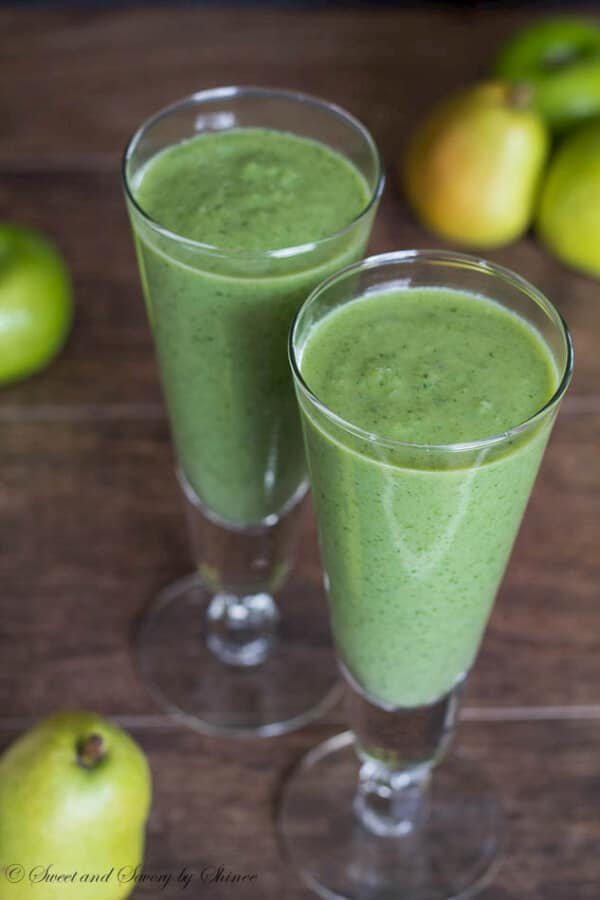 Deliciously creamy apple spinach smoothie packed with protein and calcium. Find out the secret ingredient. Hint: It's not Greek yogurt