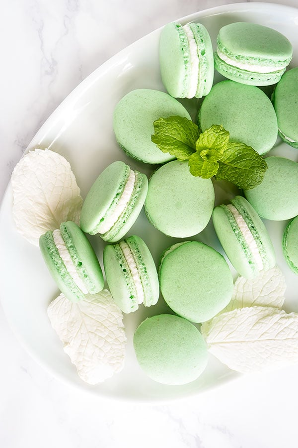 This mint macarons are so easy to make with detailed step by step instructions. #frenchmacarons #macarons #mintmacarons