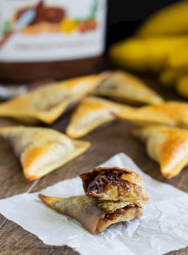 Banana Nutella wontons are easy and delicious treats. Caramelized banana slice covered with Nutella and wrapped in crunchy wonton wraps... What's not to love here?
