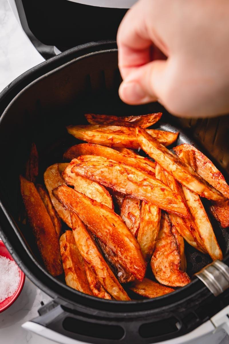Insanely crispy air-fryer steak fries are quite addicting! #airfryerrecipe #airfryerfries #airfryersteakfries