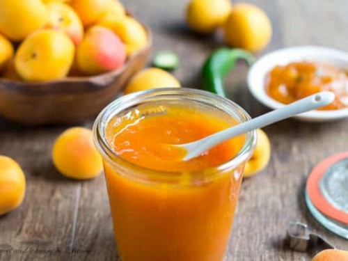 Armenian fruit preserves and juices