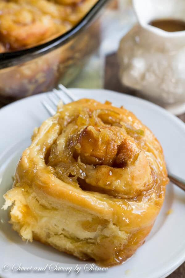 This homemade cinnamon rolls recipe is a keeper! Packed with juicy apples and smothered with apple caramel sauce, these cinnamon rolls are simply the BEST!