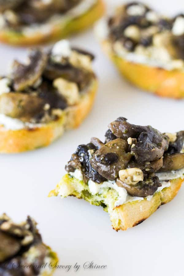 Calling all mushroom and blue cheese fans out there! These blue cheese mushroom crostini are for you!!