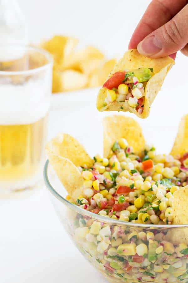 Bursting with crunchy, juicy and sweet corn kernels and ton of other fresh summer flavors, this simple corn salsa is a MUST-TRY!