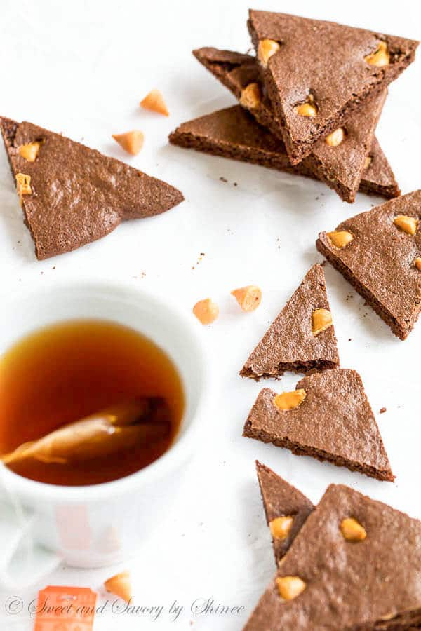 Crispy n' chewy butterscotch brownie crisps from scratch with extra boost of flavor! Totally addicting treats for your morning coffee, or afternoon tea.
