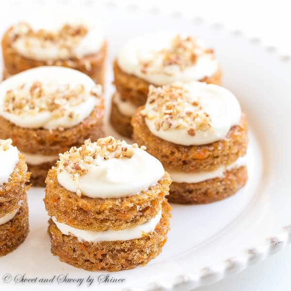 How To Decorate Mini Carrot Cakes