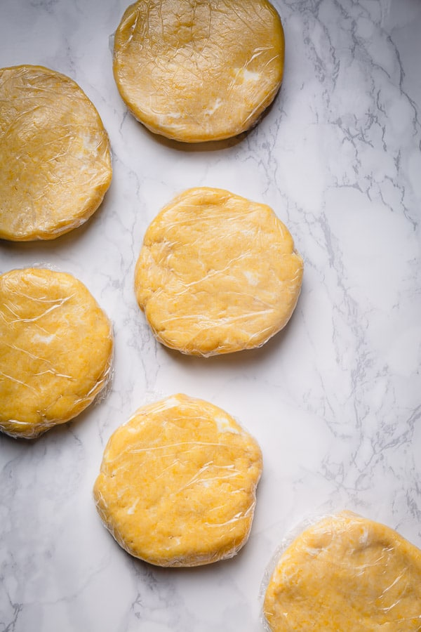 Sharing my foolproof all butter pie crust recipe with lots of tips for success. Plus, how to make pie dough in advace, freezing directions and more!!! #piecrustrecipe #homemadepiecrust #piedough