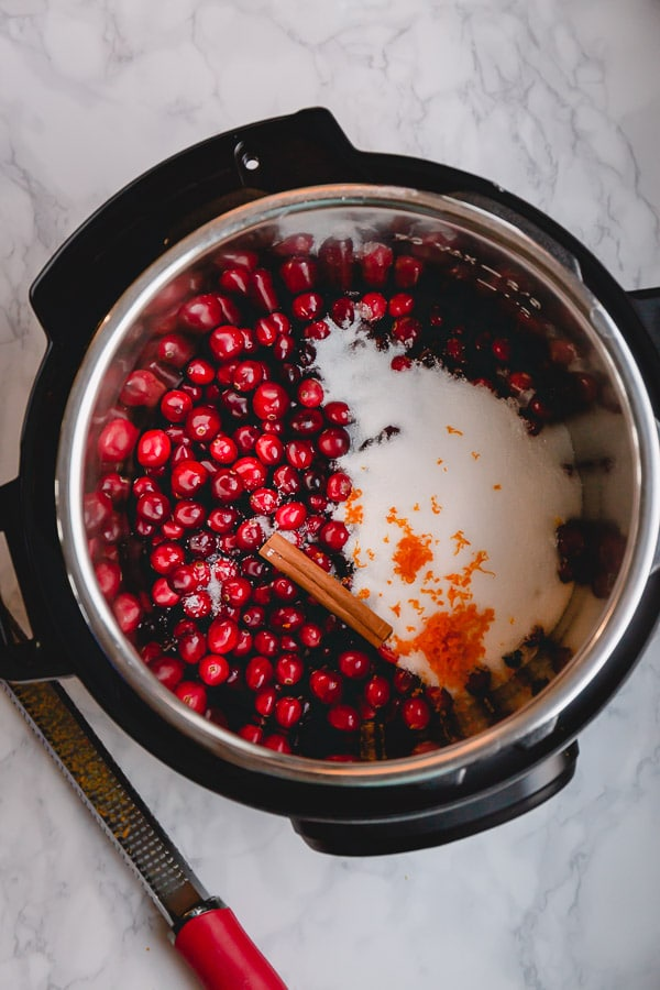 Instant Pot Cranberry Sauce is a quick and easy way to prepare this classic Thanksgiving staple! #cranberrysauce #Thanksgivingmenu #ThanksgivingRecipes