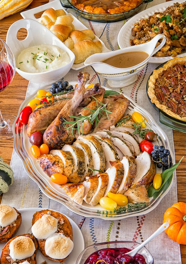 All the glorious Thanksgiving food prepped through the week. Hosting Thanksgiving this year? Don't fret, I have a perfect plan for you. I laid out the menu and prep plan/checklist, so you can enjoy a stress-free hosting.