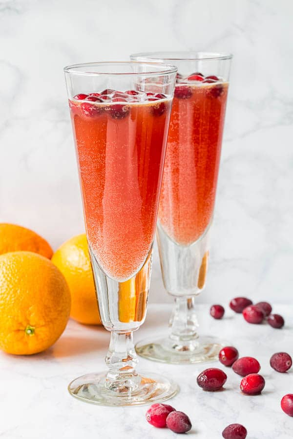 Orange Cranberry Spritzer - easy non-alcoholic punch for holidays. #mocktail #nonalcoholicdrink #partydrink #holidaypunch #spritzer