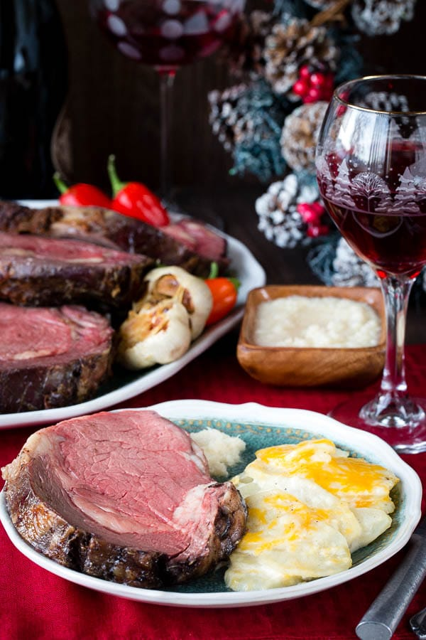 You've been cooking prime rib all wrong! Try this reverse-searing method to cook your next boneless prime rib and enjoy evenly cooked juicy slice of roast! #primerib #howtoroastprimerib #bonelessprimerib #christmasdinner
