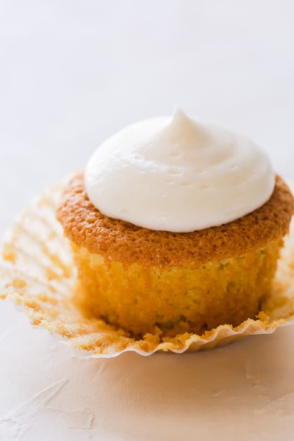 Discussing do's and don'ts to bake simply perfect vanilla cupcakes from scratch. With the right recipe and helpful tips, you won't have bland cupcakes ever! #vanillacupcakes #cupcakes #homemadecupcakes