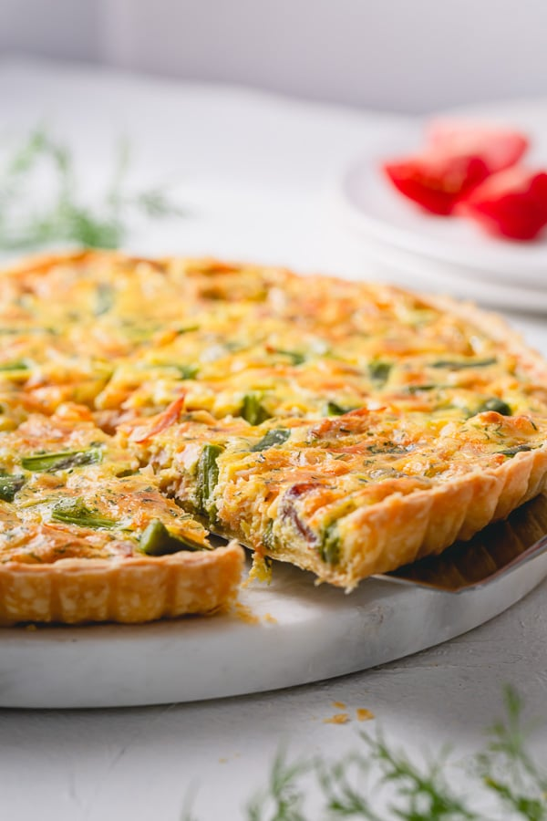 Smoked salmon quiche with creamy soft custard and fresh asparagus and dill - a perfect brunch for special occasions or a nice light dinner served with fresh green salad. #smokedsalmonquiche #quiche