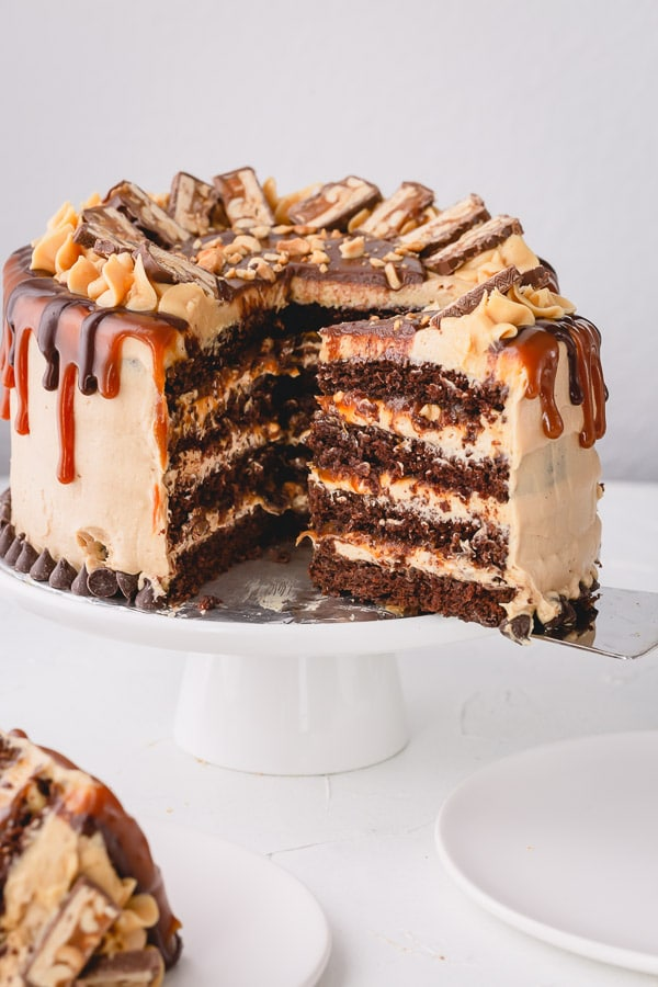 Indulgent Snickers Cake of your dreams!!! So many incredible layers! #snickerscake #layercake #chocolatecake