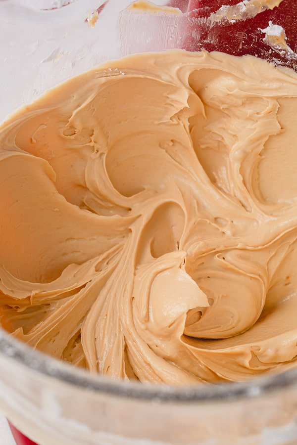 Usually not a buttercream fan, but THIS caramel buttercream is AMAZING!!! #caramelbuttercream #saltedcaramelbuttercream #buttercreamfrosting