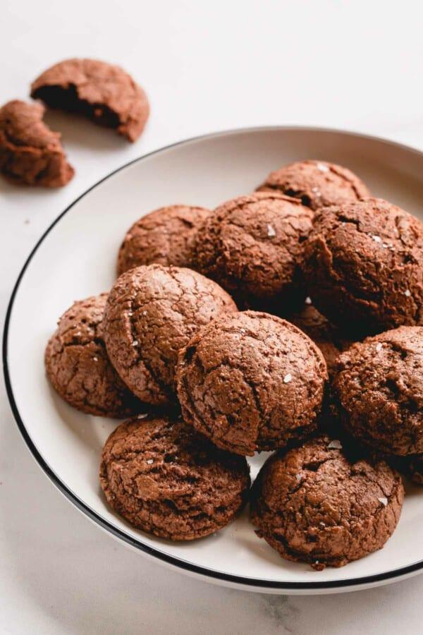A plate of brownie cookies.